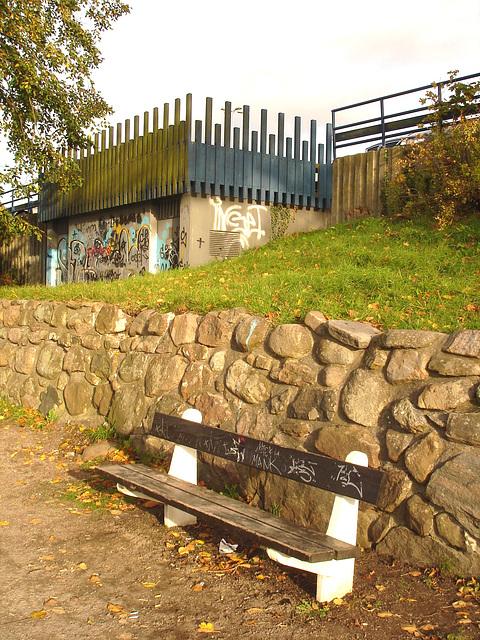 Le banc à graffitis - The graffitis bench