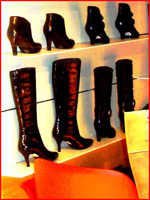 Étalage podoérotique danois / Helsingor store window footwears display .   Helsingor - Danemark / Denmark .  24-10-08