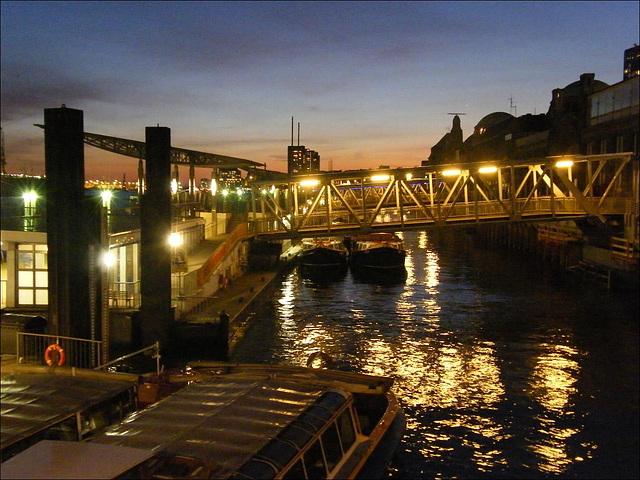 Abendstimmung an den Landungsbrücken