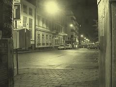 Luminosité mitigée dans une rue de Helsingor  /  Helsingor's spotlights by the night -   Danemark / Denmark.  24-10-08 - Vintage / Photo ancienne