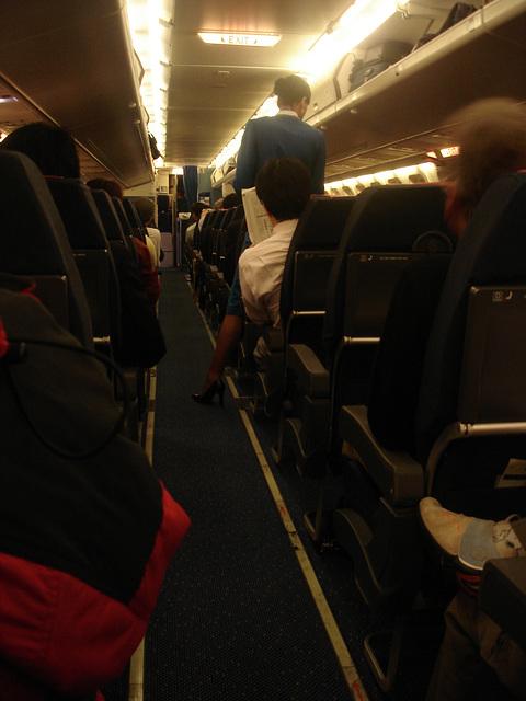 KLM flight attendant in high heels / Hôtesse de l'air  de KLM en talons hauts