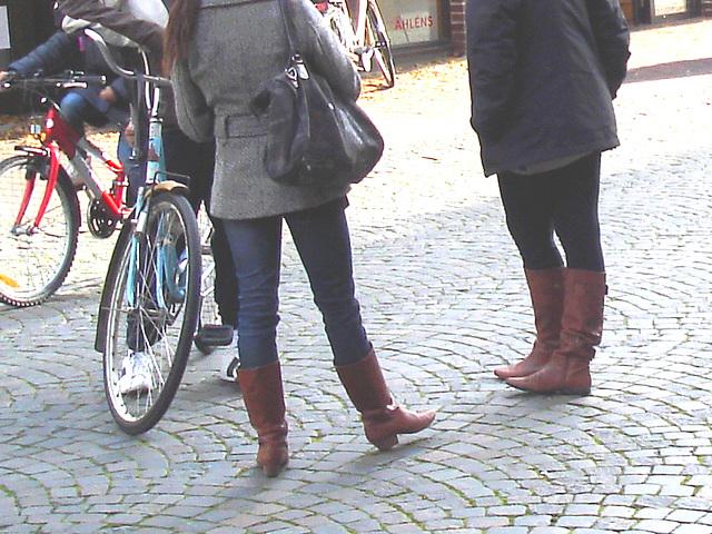 Adolescentes suédoise en bottes sexy /Ahléns Swedish Teens Booties