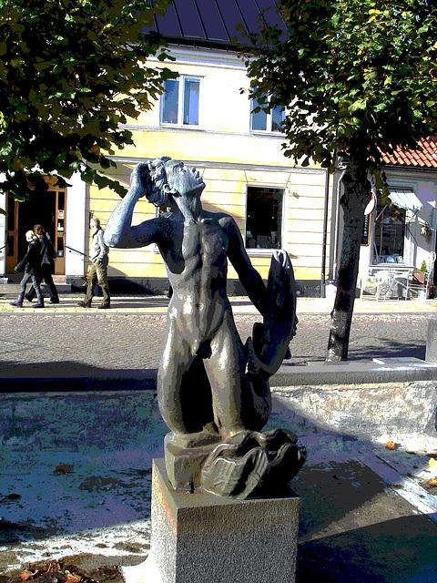 Sculpture érotique / Erotic sculpture -  Laholm / Sweden - Suède.  25 octobre 2008- Postérisation