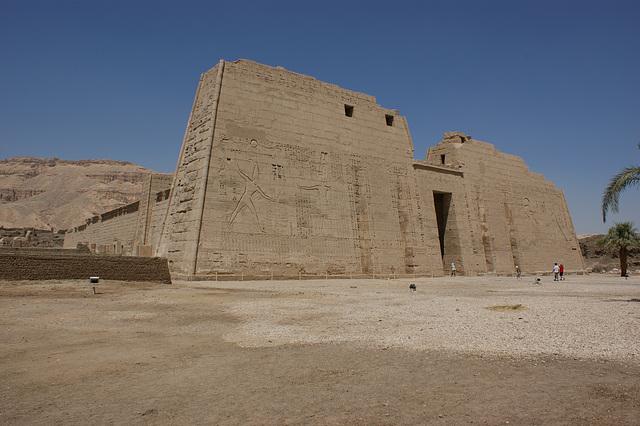 porte d'entrée du temple de Ramsés III