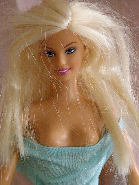 Barbie blond