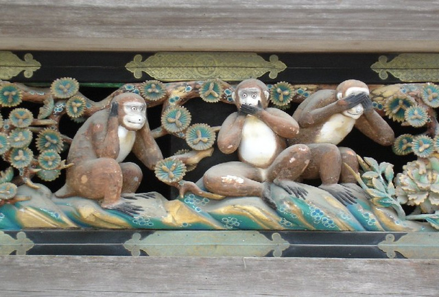 La tri simioj
