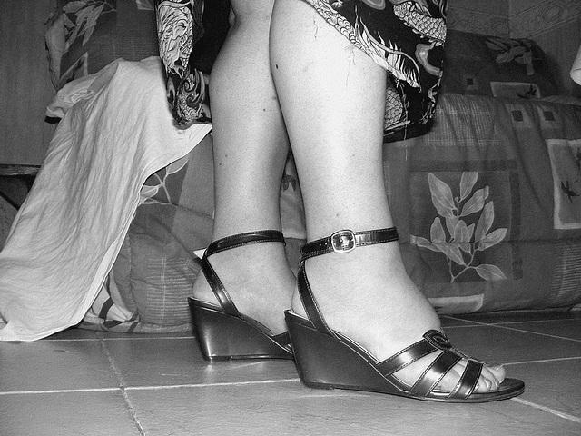Christiane - Sandales sexy à semelles compensées / N & B