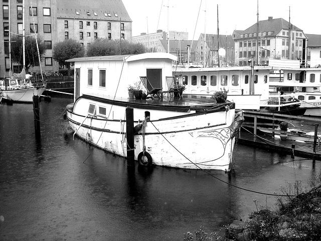 Bateau-terrasse  /  Floating terrace - Copenhague  /  Copenhagen .  26-10-2008 - N & B