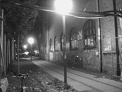 Lampadaires et graffitis / Street lamps & wall graffitis.   Copenhague. Danemark - 26-10-2008  -  N & B