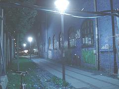 Lampadaires et graffitis / Street lamps & wall graffitis.   Copenhague. Danemark - 26-10-2008- Inversion RVB