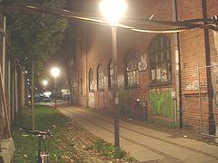 Lampadaires et graffitis / Street lamps & wall graffitis.   Copenhague. Danemark - 26-10-2008