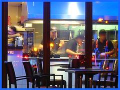 Appétit nocture tout en bleu /  Blue snack window.   Copenhague / Copenhagen.  25-10-2008- Bleu ravivé avec cadre bleu