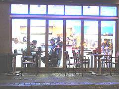 Appétit nocture tout en bleu /  Blue snack window.   Copenhague / Copenhagen.  25-10-2008  - Éclaircissement photofiltré