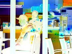 Appétit nocture tout en bleu /  Blue snack window.   Copenhague / Copenhagen.  25-10-2008 - Effet de négatif