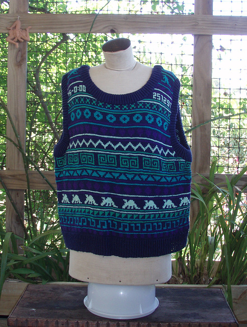blue & green cotton top with aardvarks
