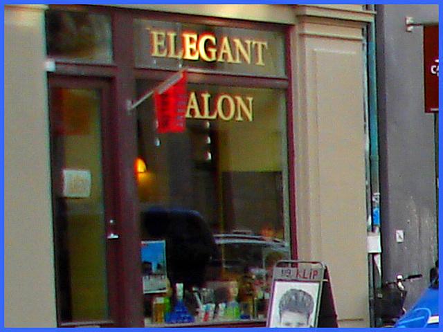 Vitrine elegant Alon / Elegant Alon store window -    Copenhague.   20-10-2008