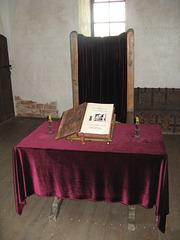 En kastelo de Turaida. Trono de episkopo.