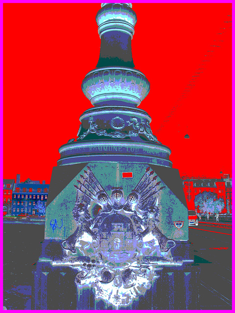 Copenhague /  Octobre 2008 -  Kobenhavns Kommune- Lions et chevaliers. Négatif au ciel rouge vif