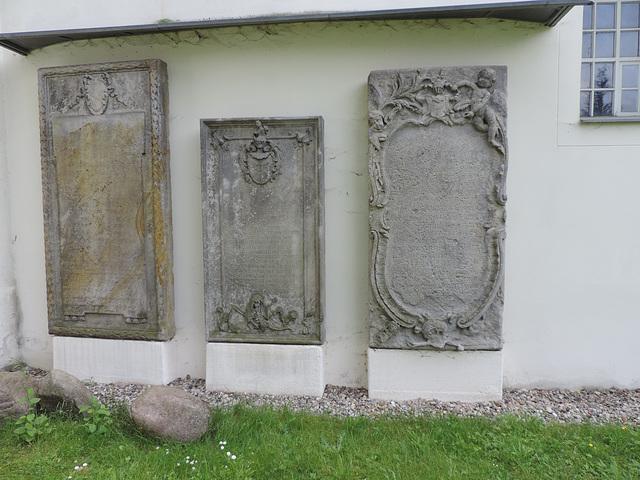 Alte Grabsteine in Genshagen