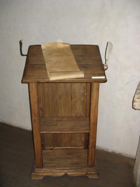 Tablo de skribisto en kastelo de Turaida.