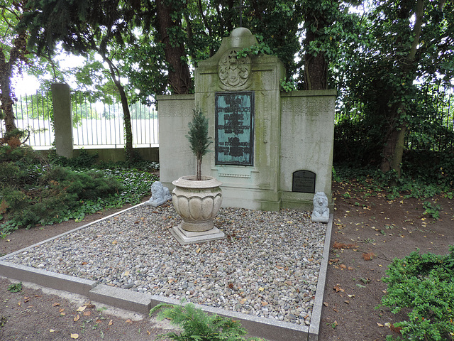 Genshagen - Grabanlage Ernst von Stubenrauch