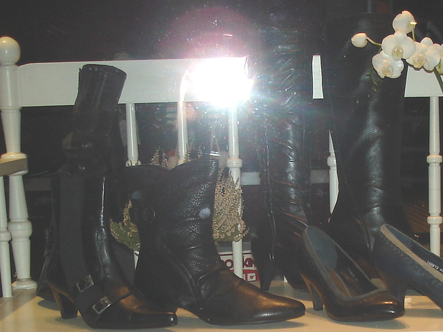 Vitrine et banc podoérotique / Bench footwears window display.   Copenhague  / Copenhagen.  26-10-2008