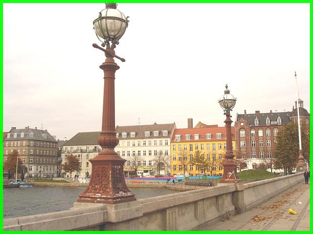Lampadaires-pont et belle architecture- Street lamps-bridge & gorgeous architecture / Copenhague.  20 octobre 2008