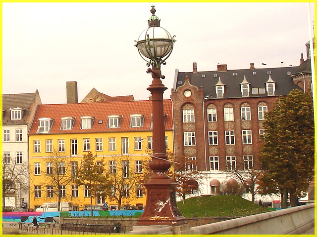 Lampadaires-pont et belle architecture- Street lamps-bridge & gorgeous architecture /   Copenhague.  20 octobre 2008
