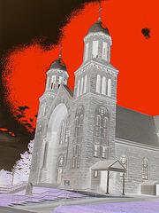 Église de Newport au Vermont.  USA.  23 mai 2009 - Négatif et ciel rouge