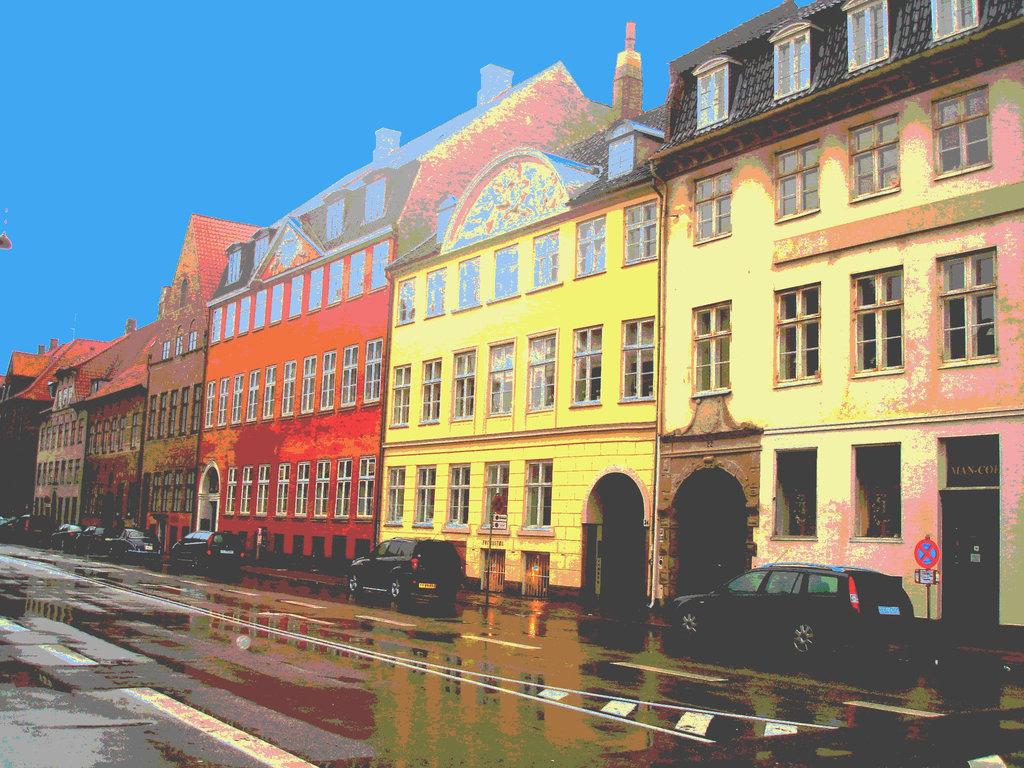 Pavé mouillé et façade danoise / - Wet pavement & danish façade.  Copenhague.  26 -10 -2008 - Postérisation