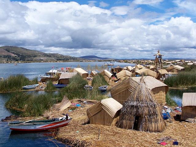 Les îles flottantes Uros, Pérou