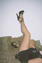 Lady Roxy / Legs up and high heels /  Jambe en l'air et talons hauts