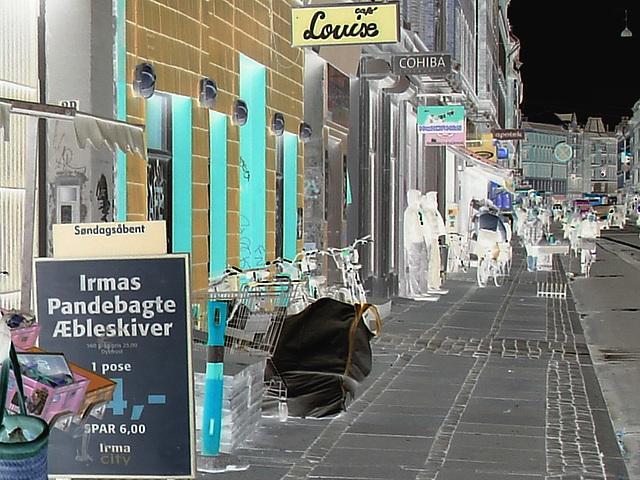 La perspective Louise /  Louise store area -  Copenhague, Danemark.  Octobre 2008 - Effet de négatif