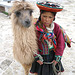 Fillette Quechua et son lama, Pérou