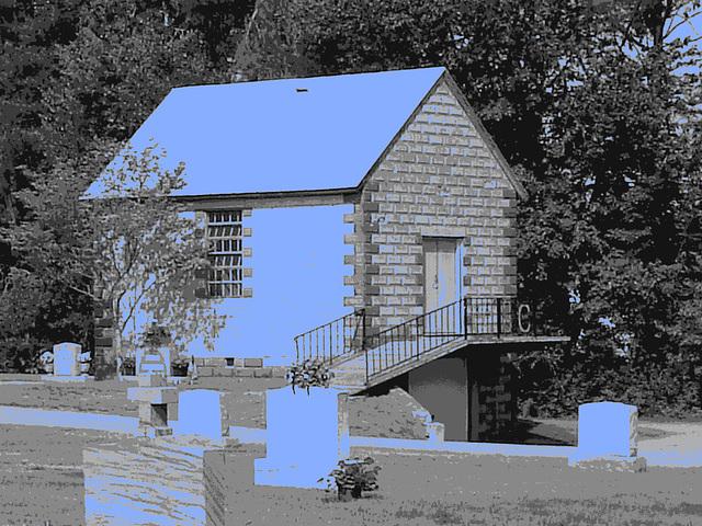 Cimetière St-Charles / St-Charles cemetery -  Dover , New Hampshire ( NH) . USA.   24 mai 2009   - N & B avec bleu photofiltré