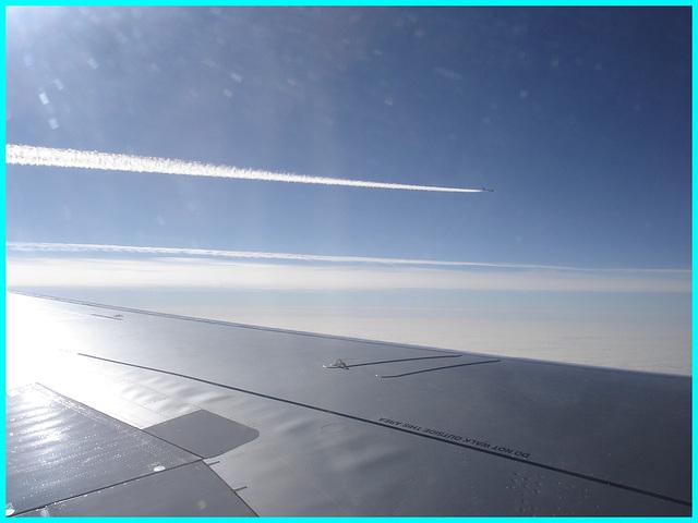 Overtaking jet / Jet sur la gauche -  Vol Bruxelles-Montréal.  29 oct 2008