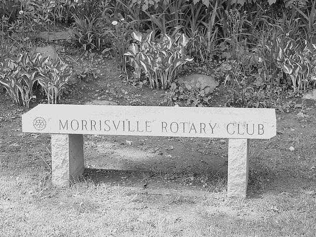 Johnson /   Vermont .  États-Unis /   USA.  23 mai 2009- Morrisville Rotary club bench. B & W close up