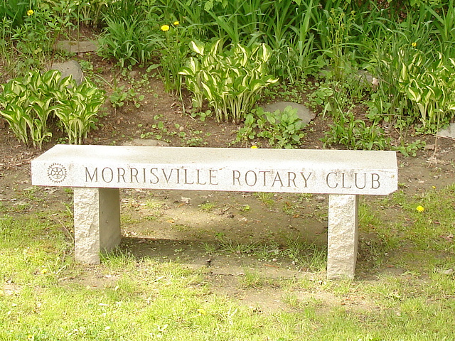 Johnson /   Vermont .  États-Unis /   USA.  23 mai 2009 - Morrisville Rotary club bench.  Close-up