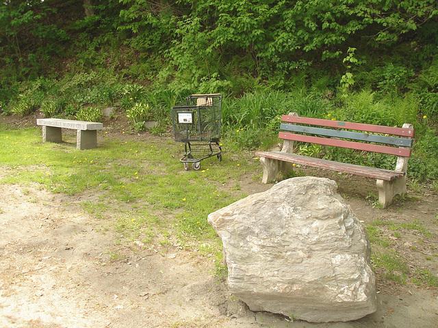 Johnson /   Vermont .  États-Unis /   USA.  23 mai 2009- Morrisville Rotary club bench scenery