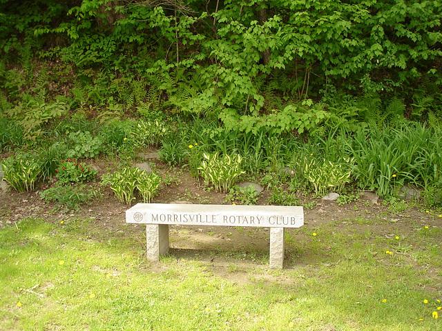 Johnson /   Vermont .  États-Unis /   USA.  23 mai 2009  - Morrisville Rotary bench