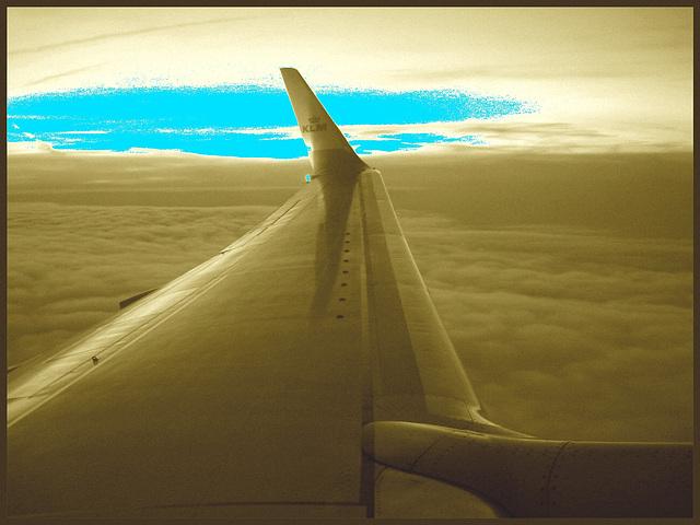 Vol  KLM Amsterdam - Copenhague.  19 octobre 2008.   Sepia et un peu de bleu