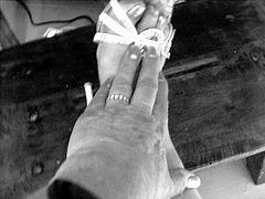 Mon amie bien-aimée Krisontème avec permission  /    Main et pied érotiques !   - N & B