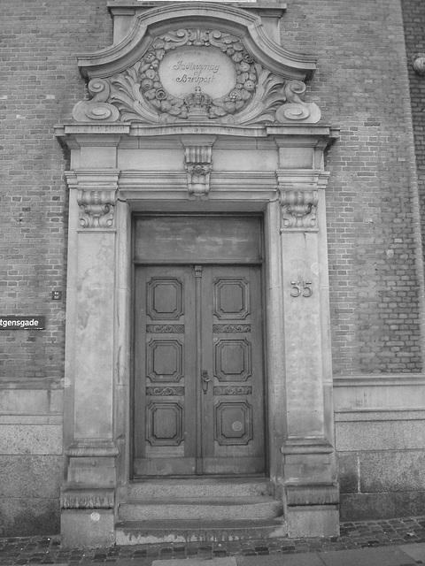 La porte  Indleveting af Brevpost door  /  Copenhague .  26-10-2008  - N & B