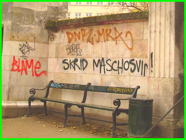 Agressive bench / Banc menaçant / Agressive bench