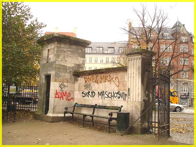 Agressive bench / Banc menaçant