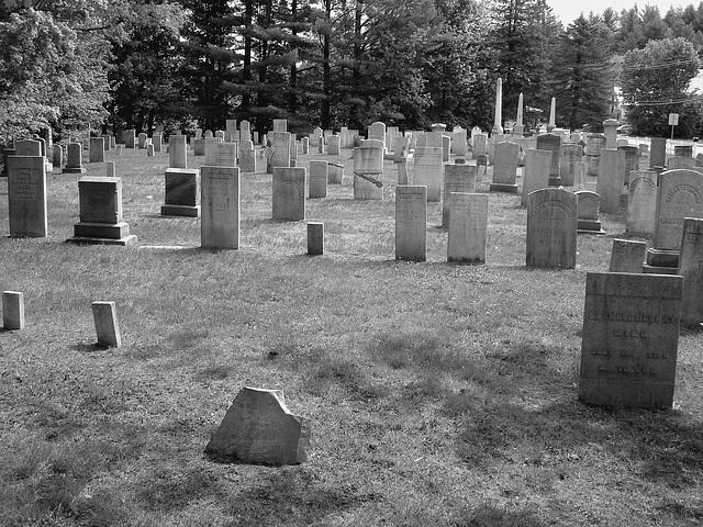 Cimetière de Johnson  /  Johnson's cemetery -   Vermont .  USA /  États-Unis.  23 mai 2009 - N & B