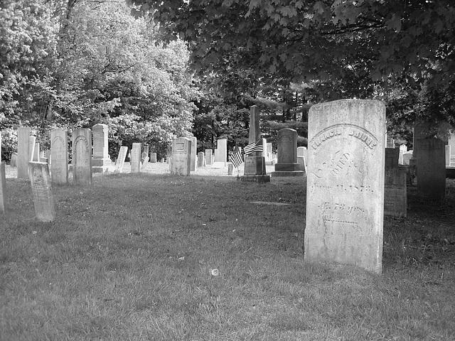 Cimetière de Johnson  /  Johnson's cemetery -   Vermont .  USA /  États-Unis.  23 mai 2009 - Francis Ridge. June  11.  1873.  N & B