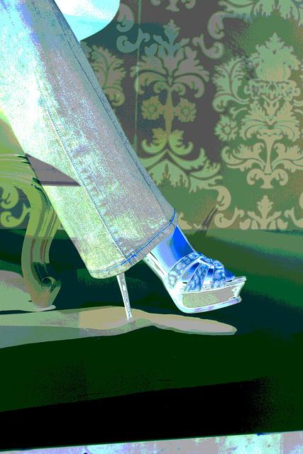 Vitrine podoérotique / Podoerotic shoes window store - PARIS  21 août 2009  -  Cadeau de mon Amie Simona avec permission.  -  Jeans and leopard stilettos sandals.  Négatif postérisé