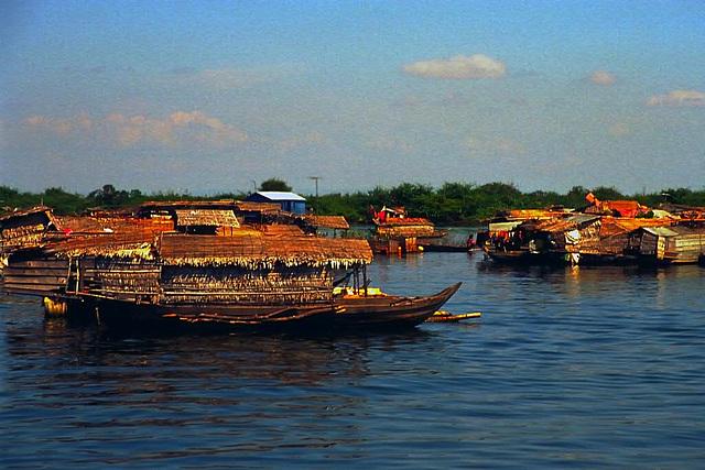 Fishing boats at the Tonlé Sap river