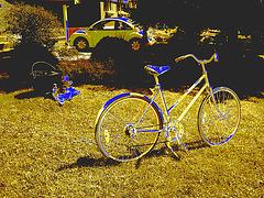 Vélo de fantôme avec marmite et VW /  VW with big pot and ghost bike -  Dans ma ville  /  Hometown.  17 juillet 2009 - Sepia et changement de couleur